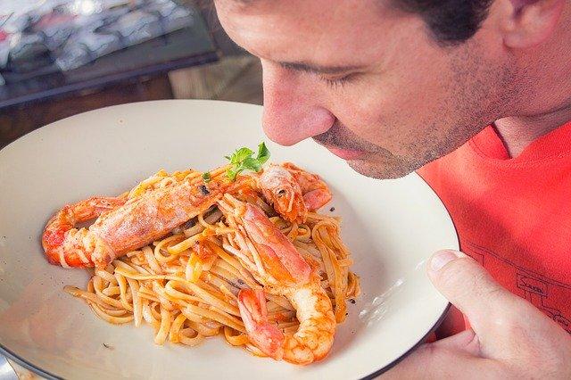 Bariatrik cerrahi sonrası yiyeceklerin kokuları değişir mi?